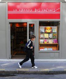 Photo de la vitrine de la Librairie des Enfants